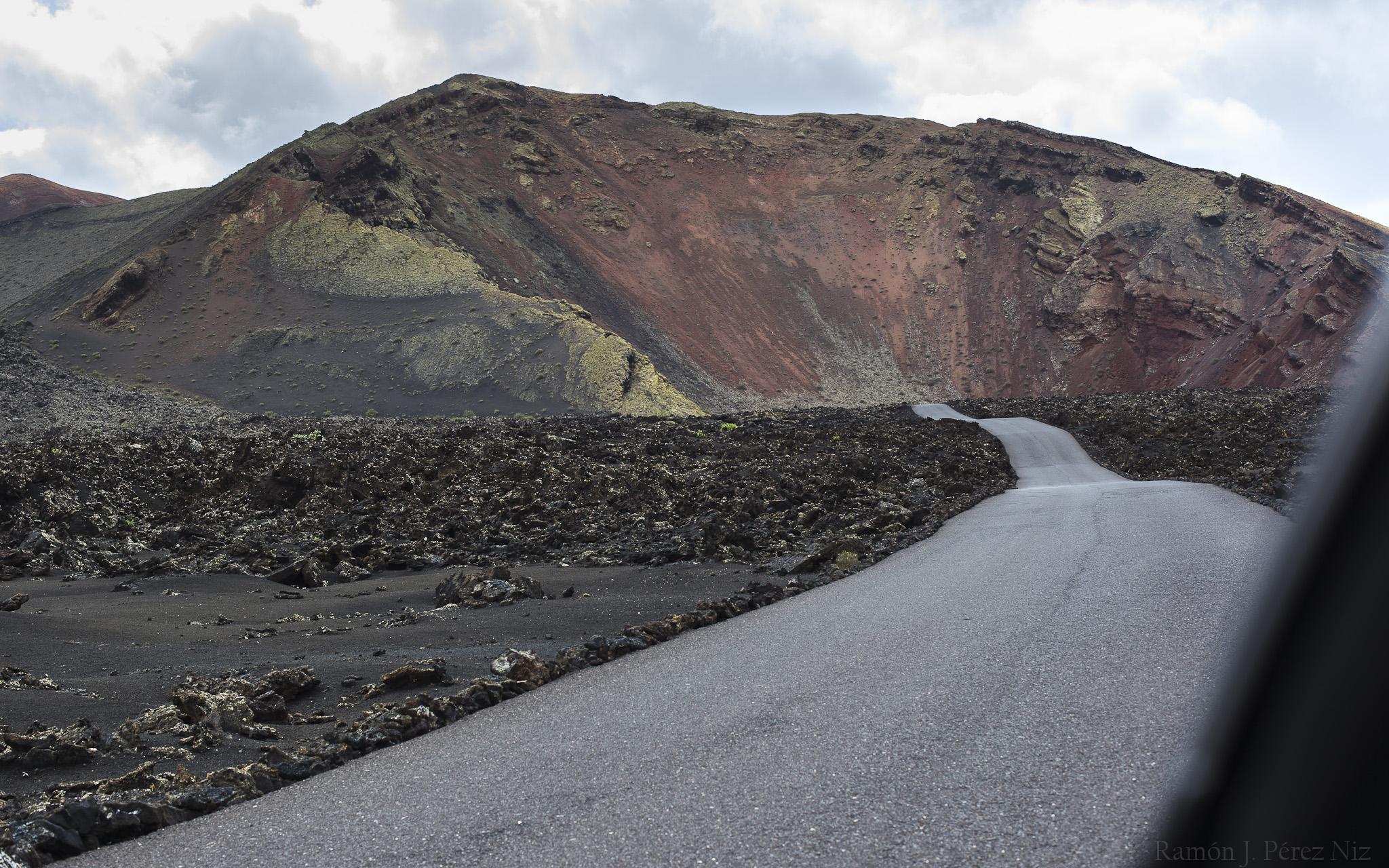 Parece que la carretera va directa al volcán.