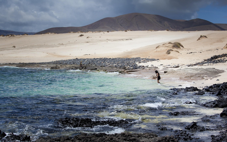 La Playa de Lambra se encuentra al norte de la isla de La Graciosa.