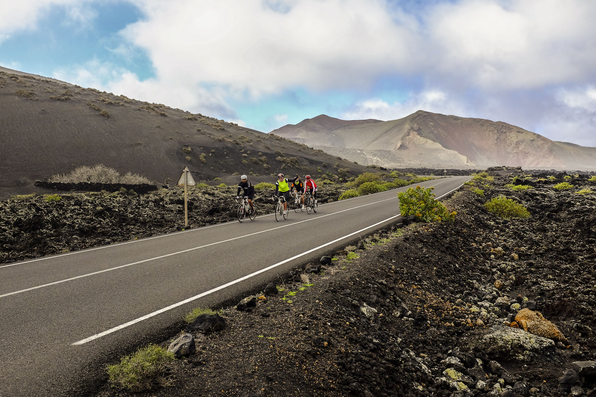 Foto de Ramón Pérez Niz. Ciclistas por Timanfaya.