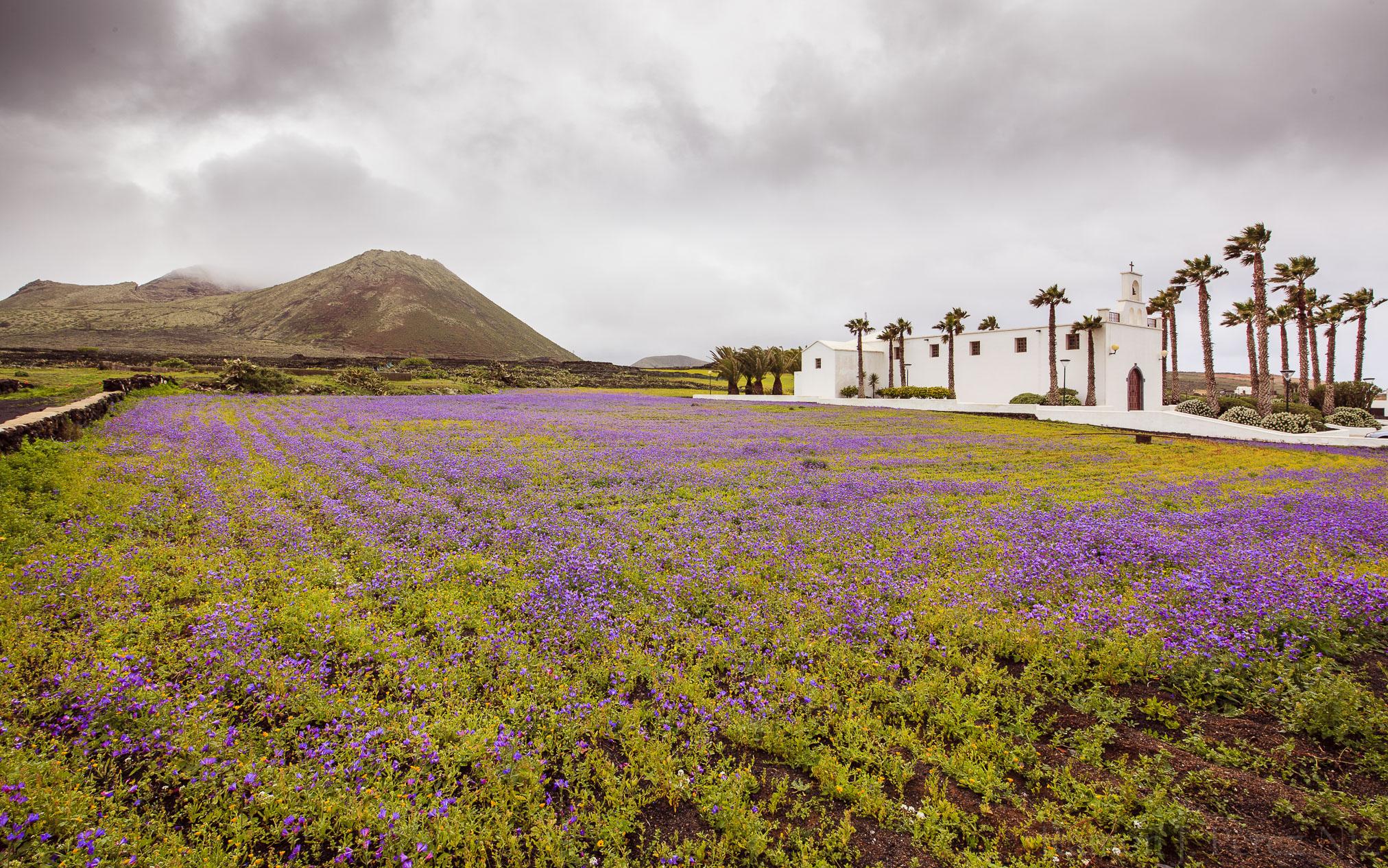 Ermita de Ye, Volcán La Corona. Foto de Ramón Pérez Niz