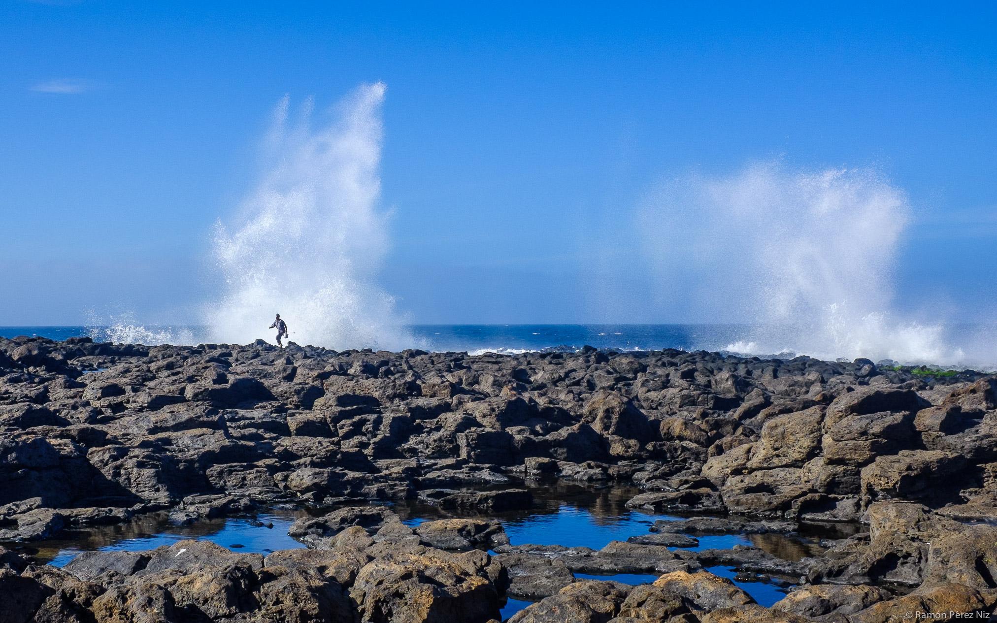 Cuidado con la ola. Foto de Ramón Pérez NIz