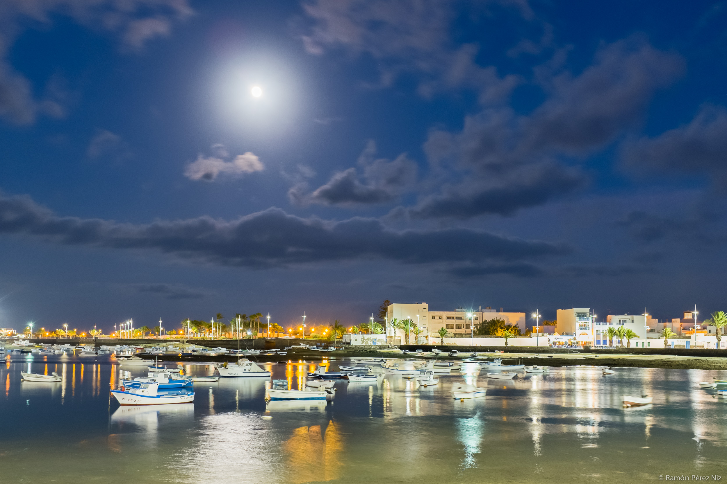 Foto de Ramón Pérez Niz, luna llena en el Charco de San Ginés