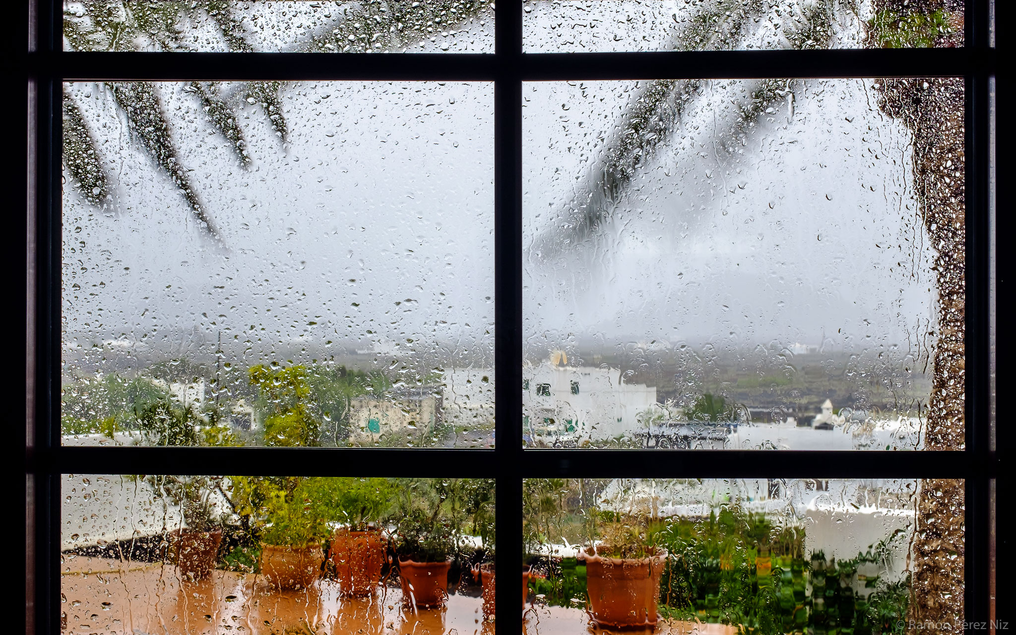 Foto de Ramón Pérez Niz con lluvia y viento