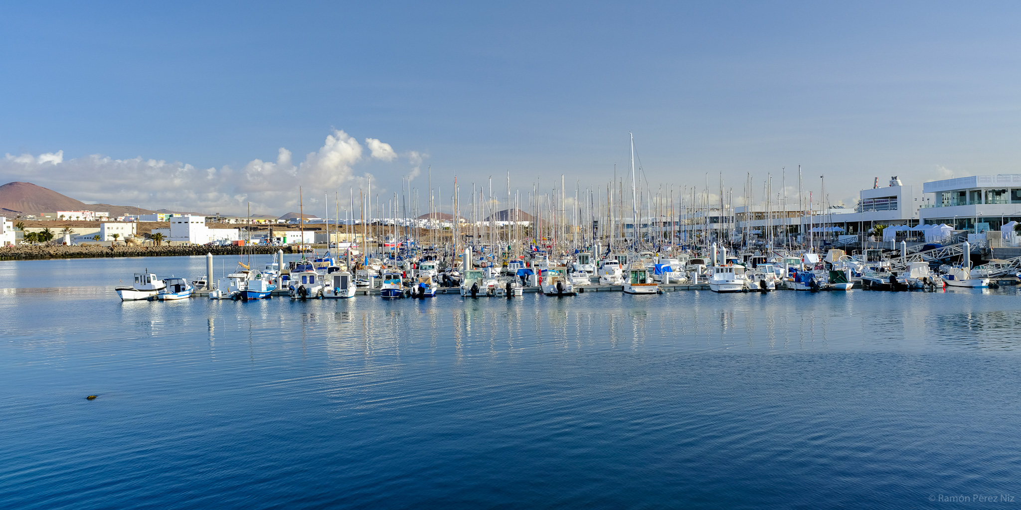 Barcos en Marina Lanzarote, Puerto de Naos, Arrecife.